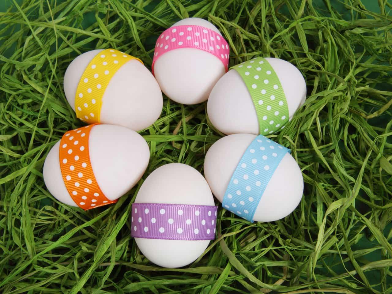 Eier auf Rasen