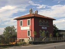 Typisch amarantfarbeneCasa Cantoniera (Bright Amaranth Pink)